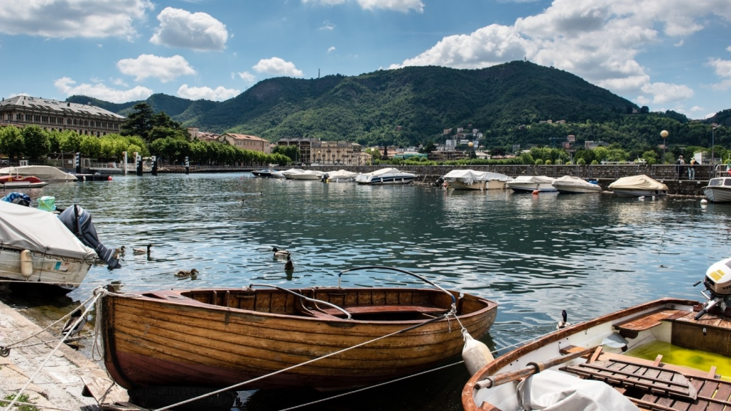 sheraton lake como Boats
