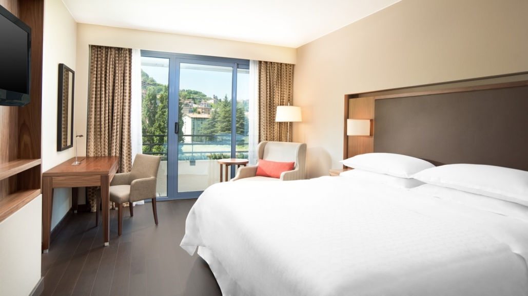 Deluxe Room - Sheraton Lake Como